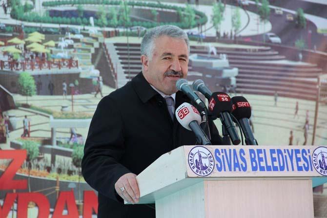 Bakan Yılmaz ve Arslan 15 Temmuz Şehitler Meydanı'nın temelini attı