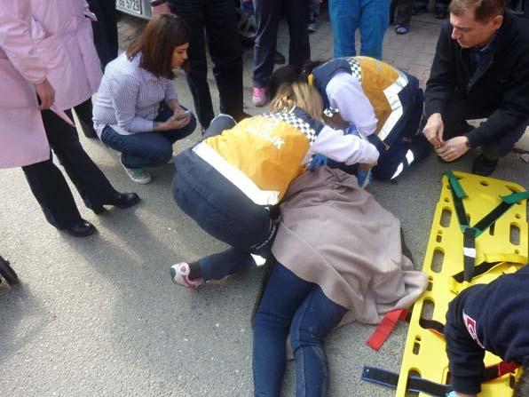 Ataşehir'de karşıda karşıya geçen kadın tırın altında kaldı