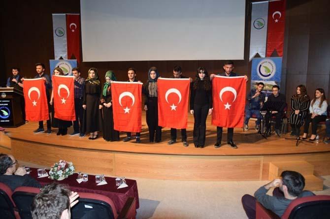 Düzce Üniversitesi öğrencilerinden Çanakkale şehitlerimiz için anlamlı etkinlik