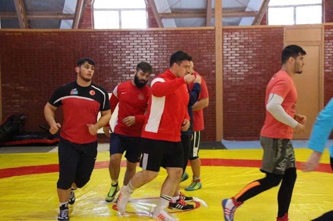 Grekoromen Milli Güreş Takımı, Aladağ'da kampa girdi