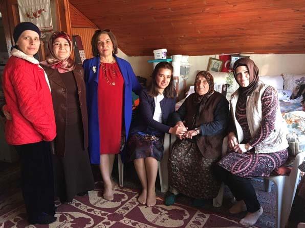 Kadın Meclisi üyeleri, yaşlı kadını evinde ziyaret etti