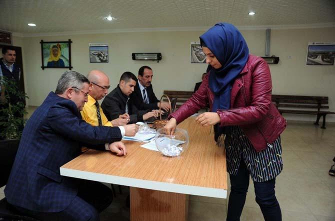 Kepez Belediyesi 100 işçi için kur'a çekimi yaptı