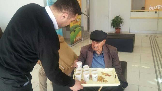 Yaşlılara çorba dağıtıldı