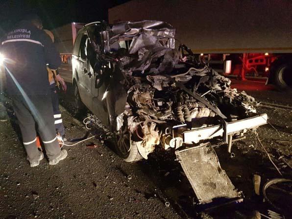 Otomobil tıra arkadan çarptı: 1 ölü, 1 yaralı