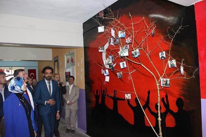Vezirhan Ortaokulunda Çanakkale Zaferi ve 15 Temmuz temalı resim sergisi açıldı