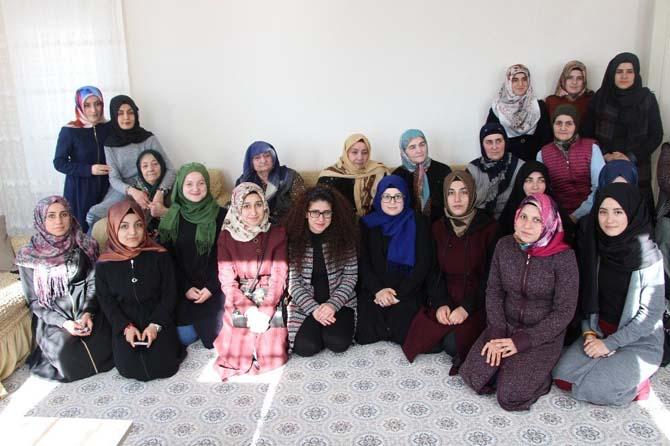 Gençler Ahıskalı Mülkiye Nineyi ziyaret ettiler