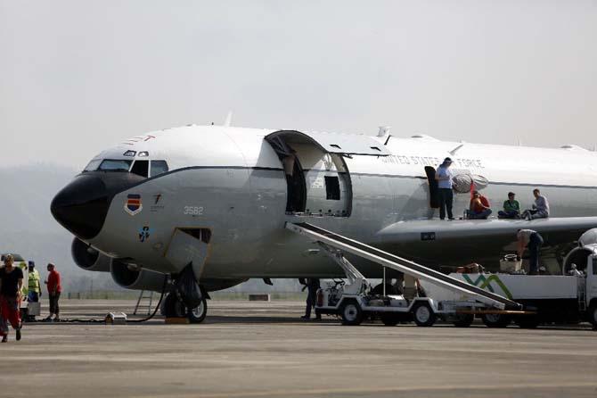 Endonezya uçağı acil iniş yaptı