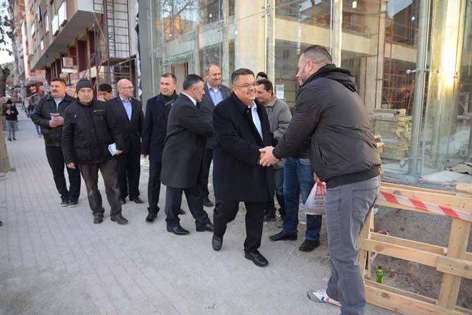 Başkanlar esnaf gezdi, sokaktaki vatandaşa broşür dağıttı