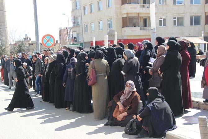 Suriyelilere aylık 100 TL para yardımı verilmesi