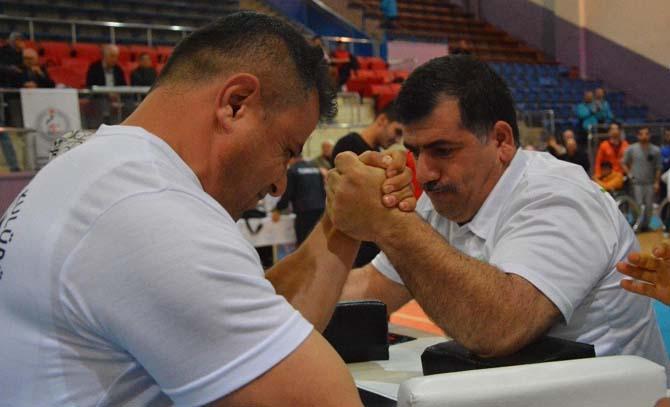 Engelliler Türkiye bilek güreşi şampiyonası