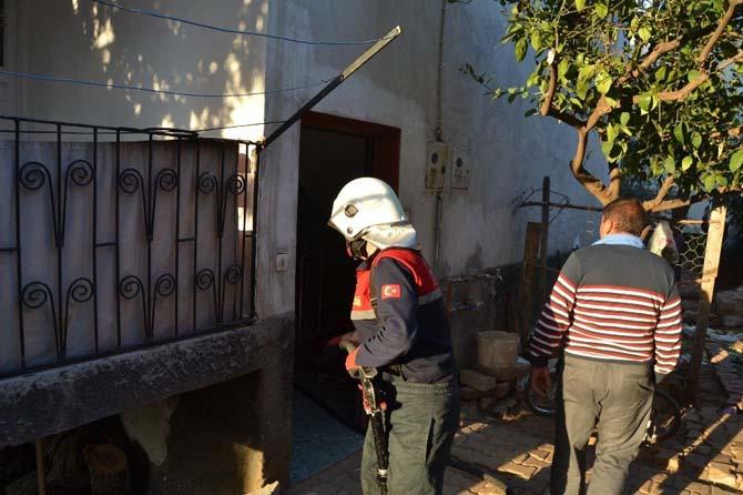 Yaşlı kadının evi yandı