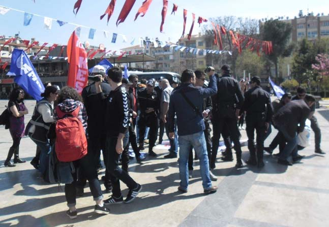 Aydın'da izinsiz gösteri yapmak isteyen grup gözaltına alındı