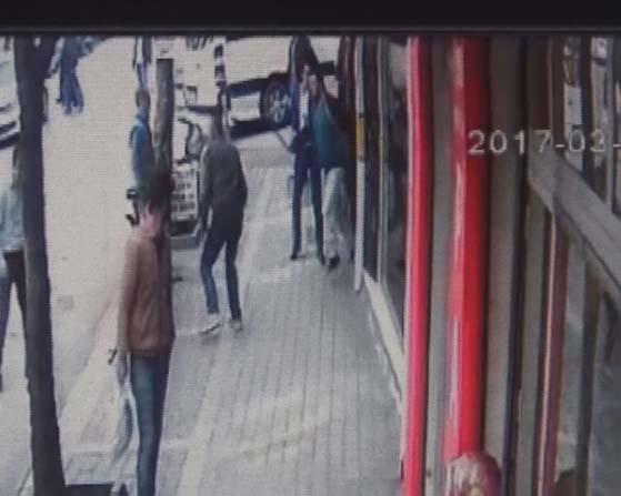 Bursa'da cadde ortasındaki dehşet dakikaları kameraya böyle yansıdı