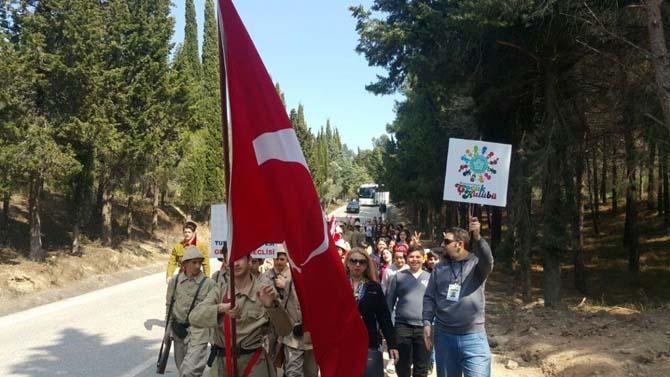 Çocuk Kulübü üyeleri Çanakkale'de tarihi yeniden yaşadı