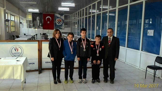 Çamlıca Okulları öğrencileri satranç turnuvasında ikinci oldu