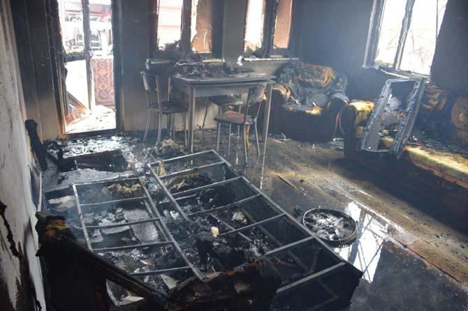 İki kardeş dede ve ninesini yangından kurtardı