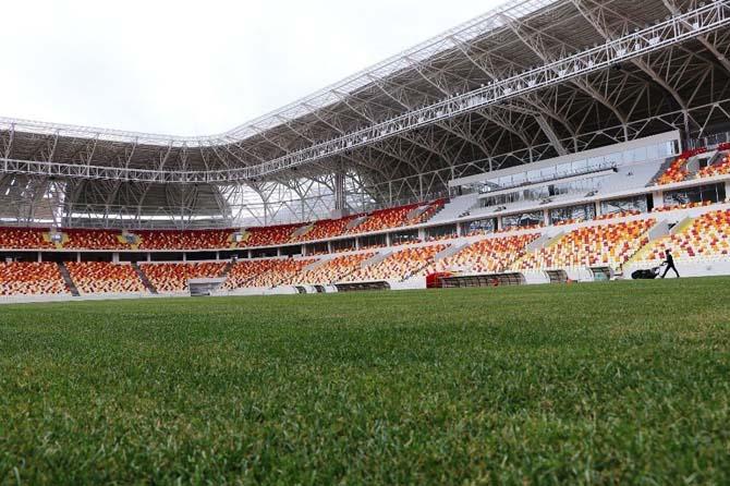Yönetim ve teknik heyet yeni stadyumu gezdi