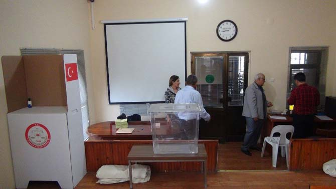 Taşucu Deniz Limanı Gümrük Kapısı'nda oy verme işlemi başladı