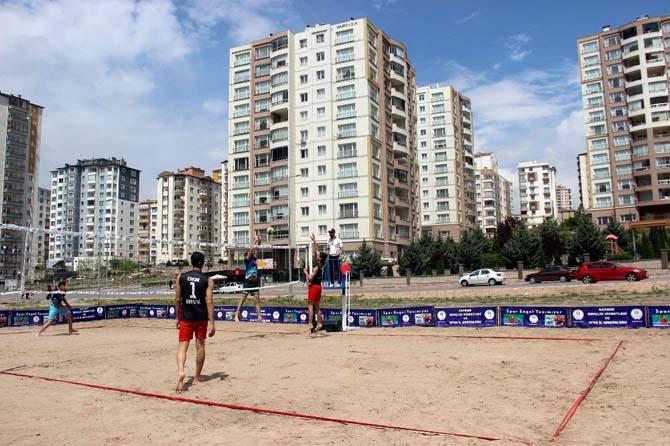 Okullar Arası Gençler Plaj Voleybolu ilk kez Kayseri'de