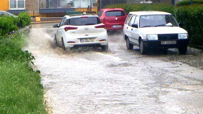 Bilecik'te sağanak yağmur etkili oldu