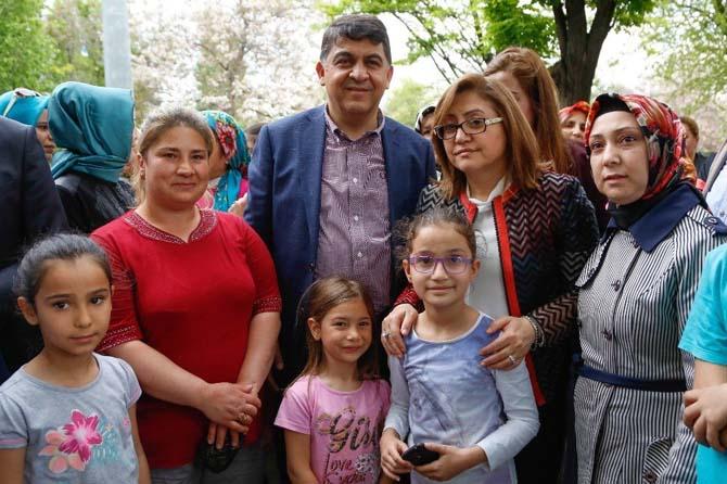 Şehitkamil belediyesi binlerce vatandaşa helva dağıttı