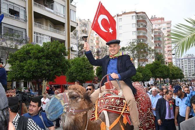 Sözlü, temsili Yörük Göçü'ne deve üstünde katıldı