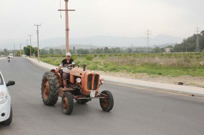 52 yaşındaki traktör zamana meydan okuyor