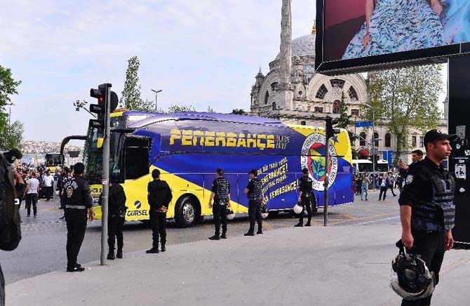 Beşiktaş ve Fenerbahçe kafilesi stada geldi