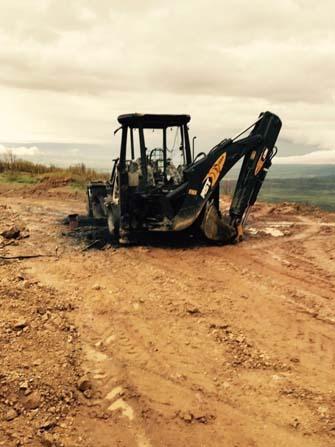 Bingöl kırsalında teröristler iş makinesi yaktı