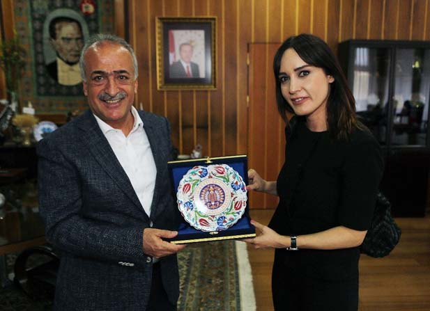 Nazlı Çelik, Atatürk Üniversitesinde söyleşide bulundu