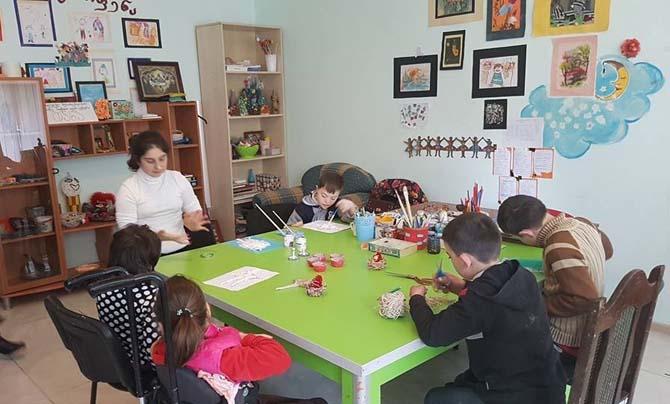 TİKA'dan Batum'da engelli çocukların eğitim gördüğü merkeze destek