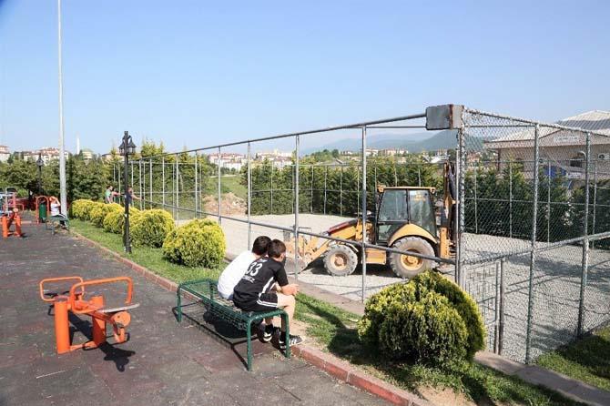 Başiskele'de yıpranan spor sahaları yenileniyor