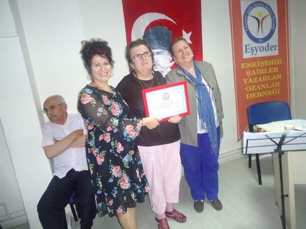 """EŞYODER'den yılın annesine """"Teşekkür Belgesi"""" ödülü"""