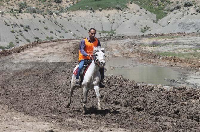 Mardin'de rahvan atları yarışı renkli görüntülere sahne oldu