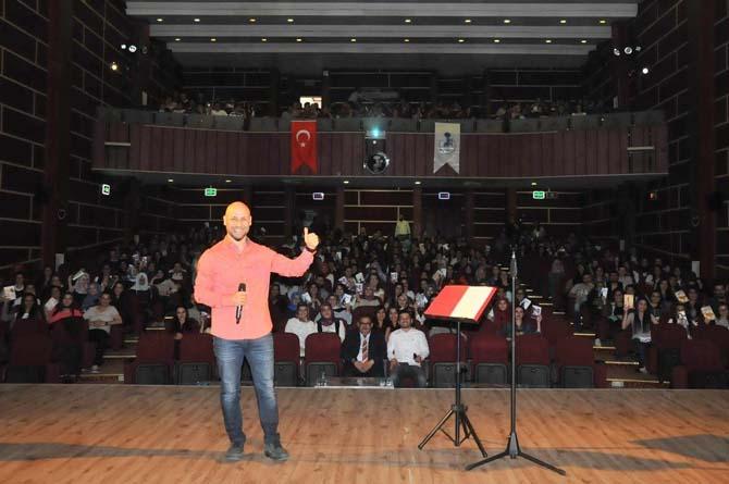 Yazar Kahraman Tazeoğlu Akşehir'de şiir dinletisi sundu
