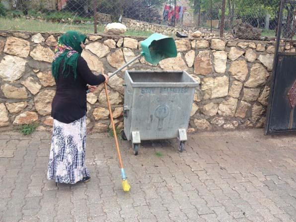 Eruh'un temizliği kadınlara emanet