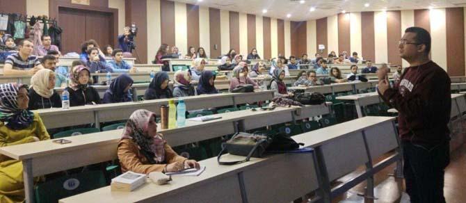 Tıp Fakültesi Öğretim Üyesi Gökçen'den İletişim Becerisi Konferansı