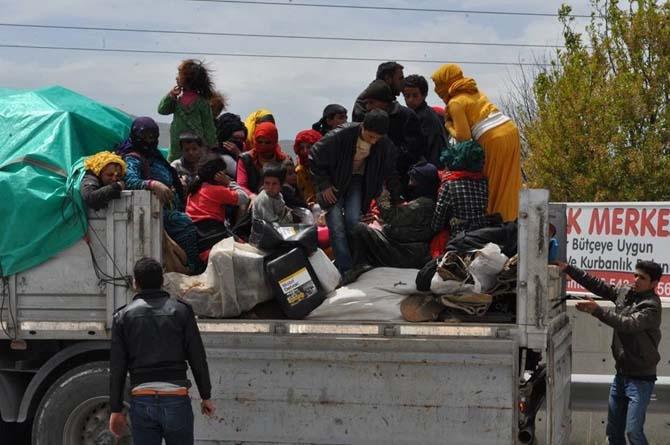 Durdurulan tırın dorsesinden 44 Suriyeli tarım işçisi çıktı