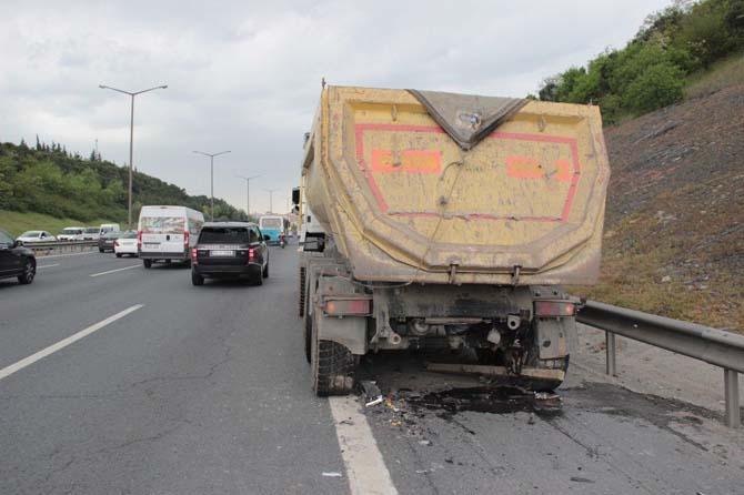 TEM otoyolunu kilitleyen kaza: 1 yaralı
