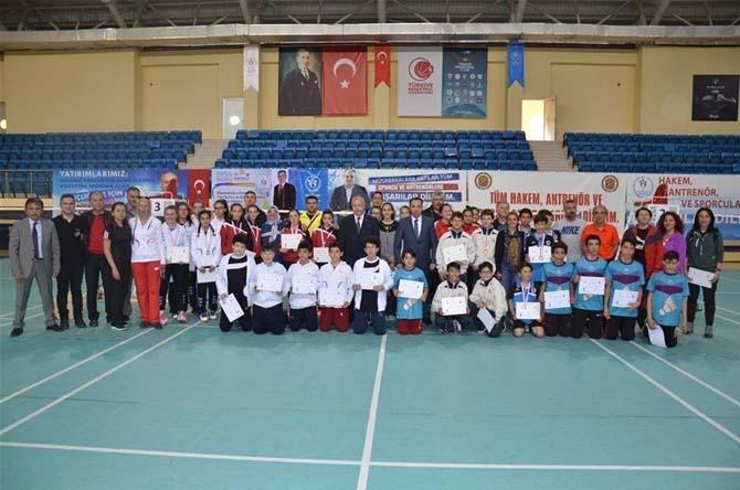Bilecik'in ev sahipliği yaptığı Badminton Yıldızlar Grup Müsabakaları sona erdi