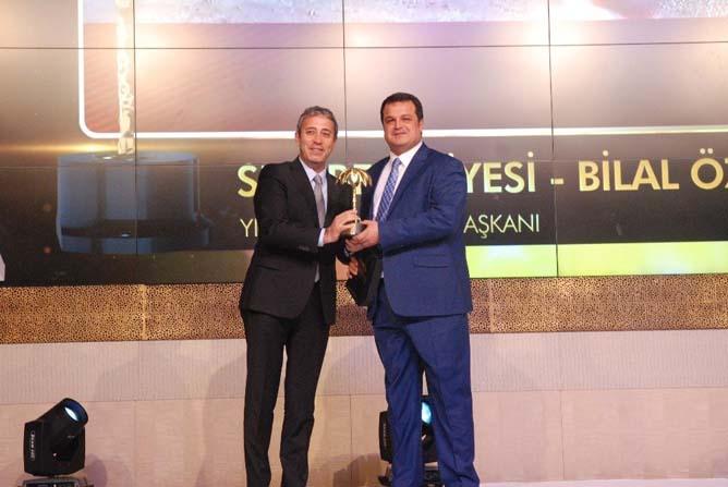 Sur Belediye Başkanı Bilal Özkan yılın belediye başkanı ödülünü aldı