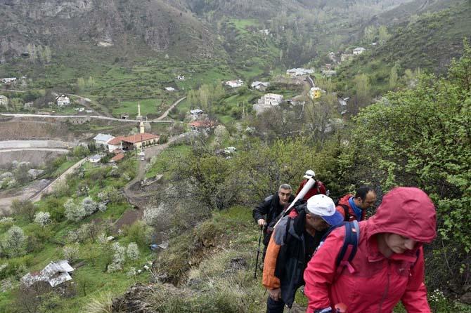 Gümüşhaneli dağcılardan tarih ve doğa içerikli yürüyüş