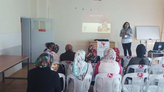 Hisarcık'ta 'aile içi iletişim ve bilinçli medya kullanımı' eğitimi