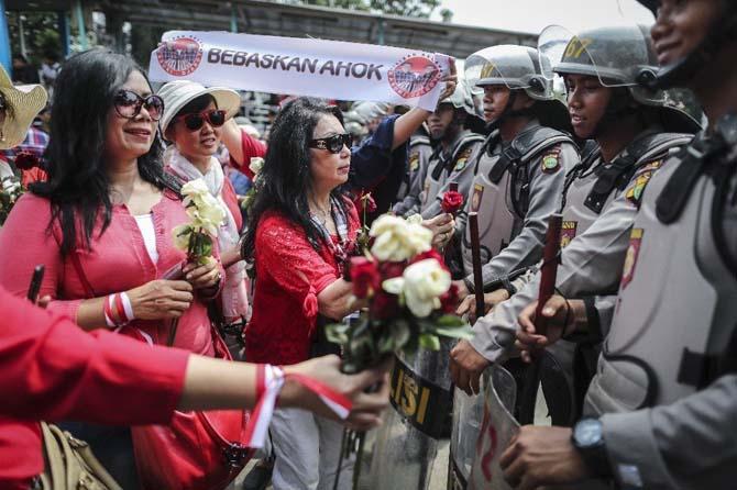 Jakarta valisi Ahok, İslam dinine hakaretten iki yıl hapse mahkum oldu