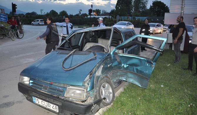 Kadın sürücüler kaza yaptı: 2 yaralı