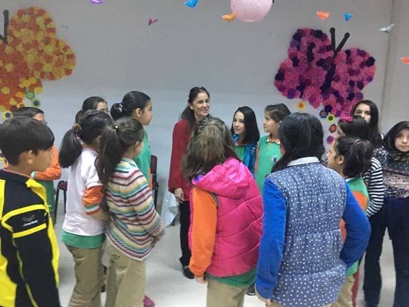 Bayan Uysal'dan öğrencilere gıda ve giyim yardımı