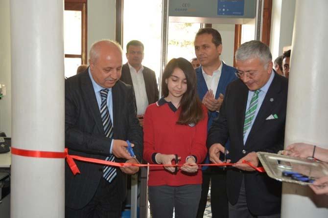 Genç yeteneklerin eserleri Süleymanpaşa Belediyesi Tarihi Binada sergilendi