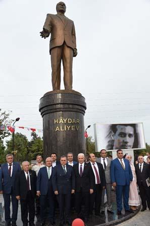Aliyev Tarsus'ta anıldı