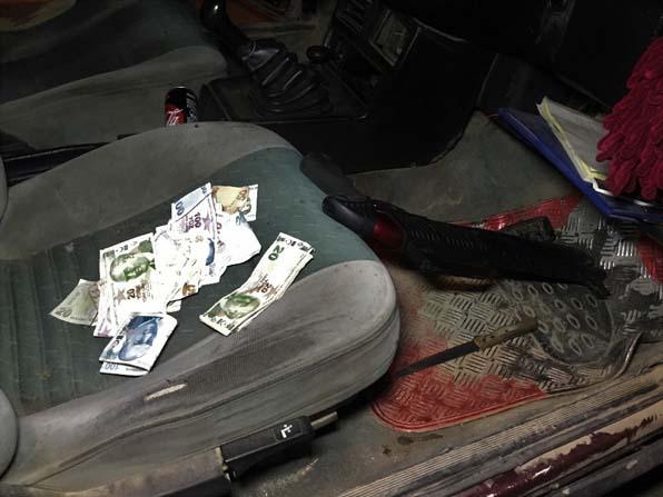 Acemi hırsızlar benzinlik soydu, polise yakalandı