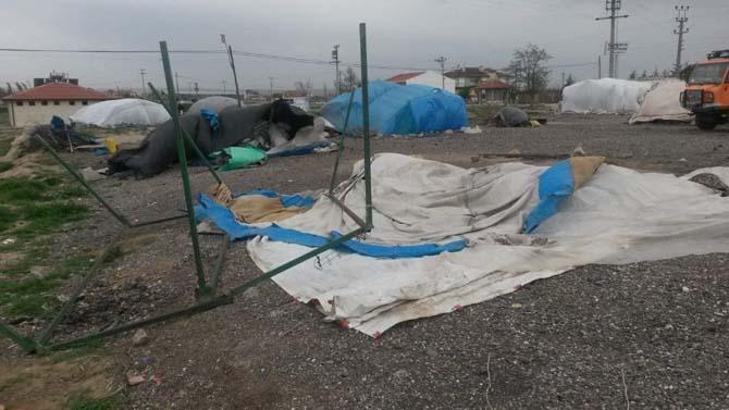 AFAD'dan fırtınadan etkilenen mevsimlik işçilere yardım